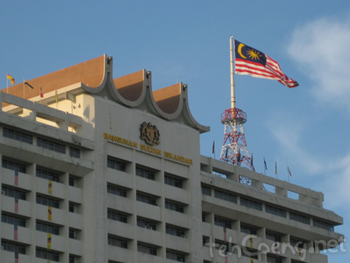 Flag atop Sultan Iskandar building
